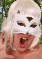 Kattenmasker luxe wit met goud accenten, smal model met witte snorharen OP=OP