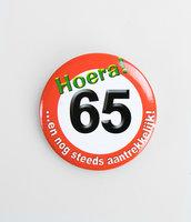 Button verkeersbord 'Hoera 65'