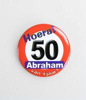 Button verkeersbord 'Hoera 50 Abraham'