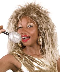Pruik Tina blond gemeleerd.