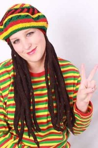 Rasta vlechten zwart aan gekleurde baret Bob Marley